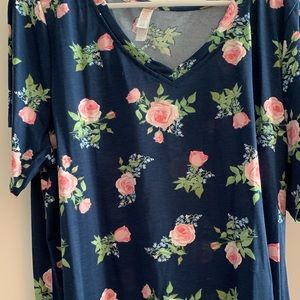 Beautiful Lularoe Christy T